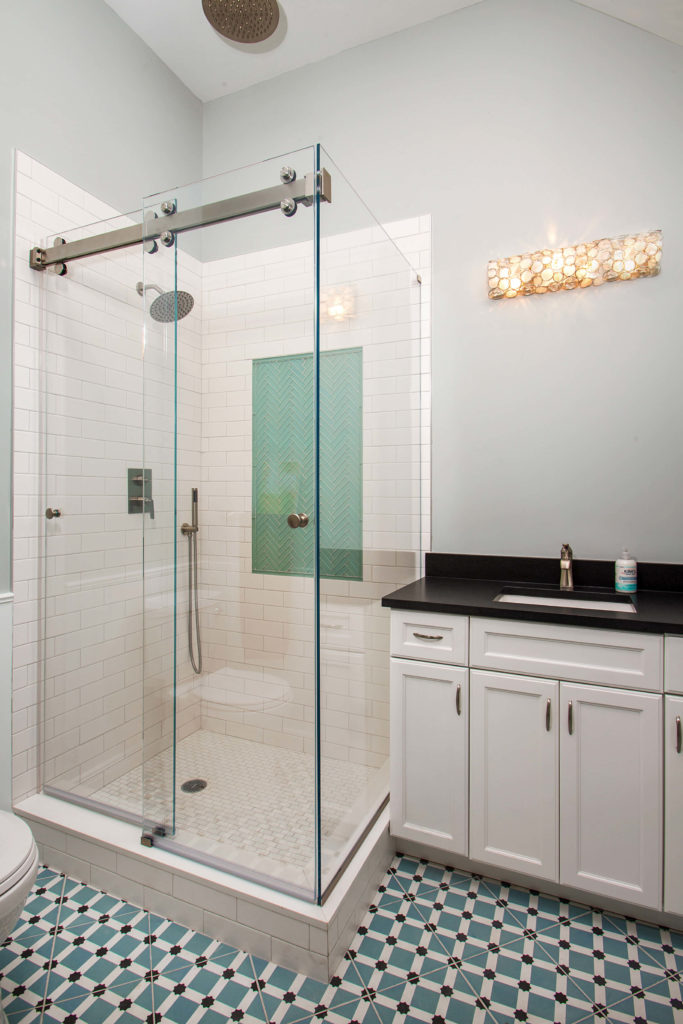 Pool house Bathroom shower and sink