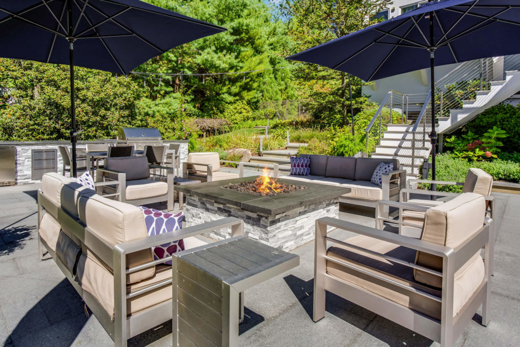 Outdoor seating area with fire pit